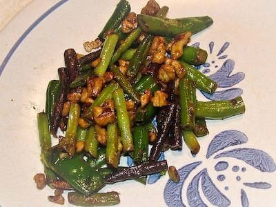 Green Beans and Walnuts